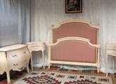 fabricant sieges de style specialise dans les chaises medaillon et fauteuils cabriolet. Black Bedroom Furniture Sets. Home Design Ideas