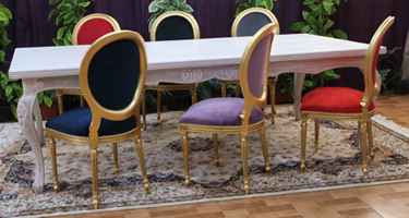 table-chaise-medaillon-couleur-or